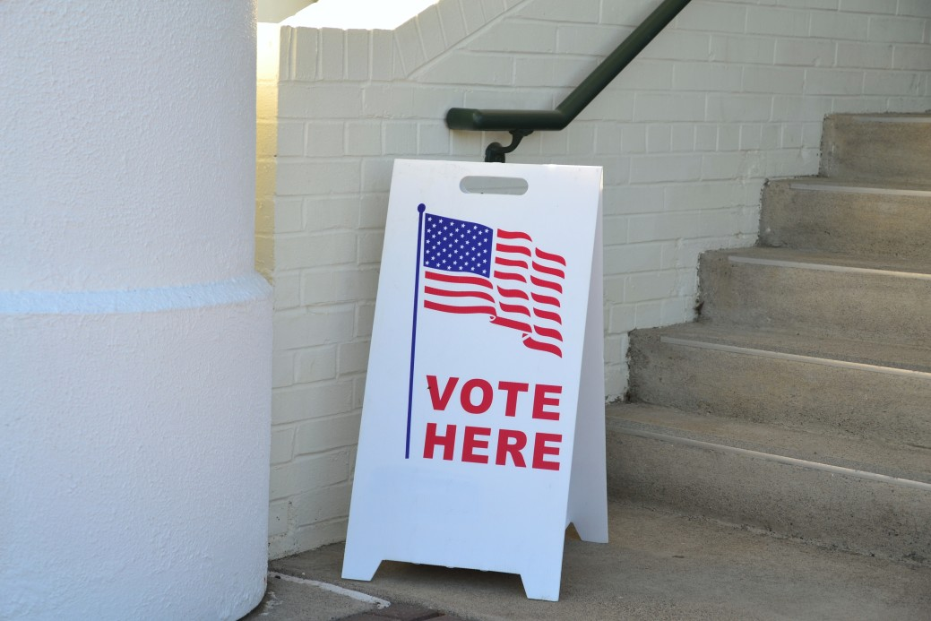 entrance-to-a-political-election-voting-booth-polling-location-with-an-american-flag_t20_pYA948