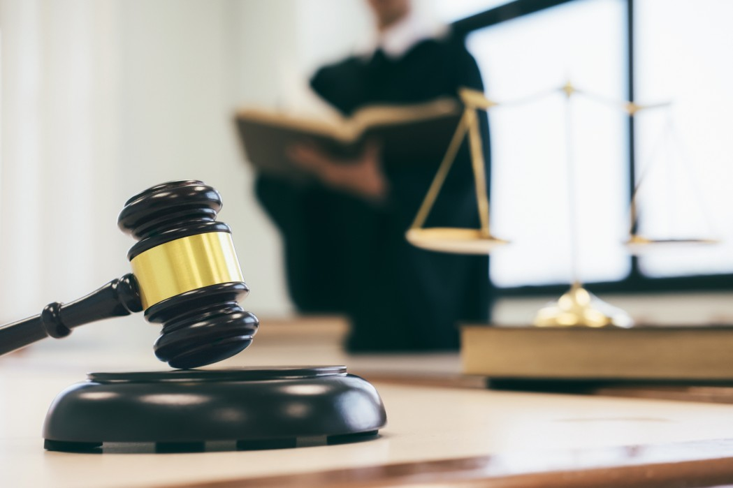 lawyer-or-judge-work-in-the-office_t20_XzO6lX